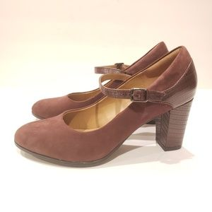 Clark's collection Mary jane heels 9